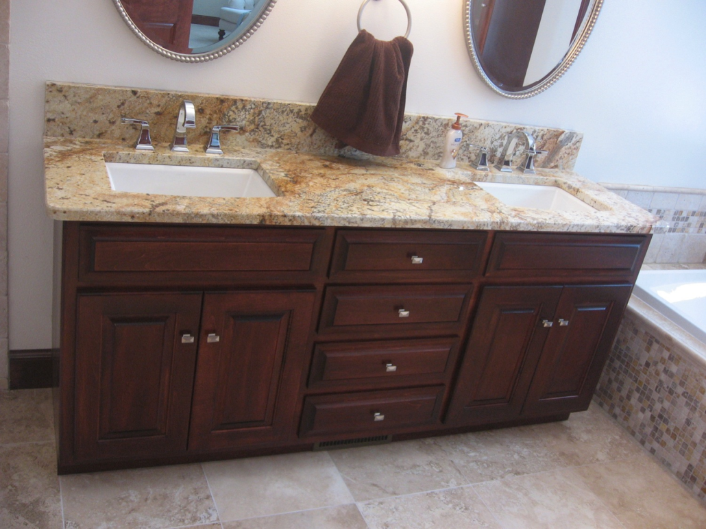 Bathroom Cabinetry Green Bay WI Distinctive Cabinets - Bathroom maker