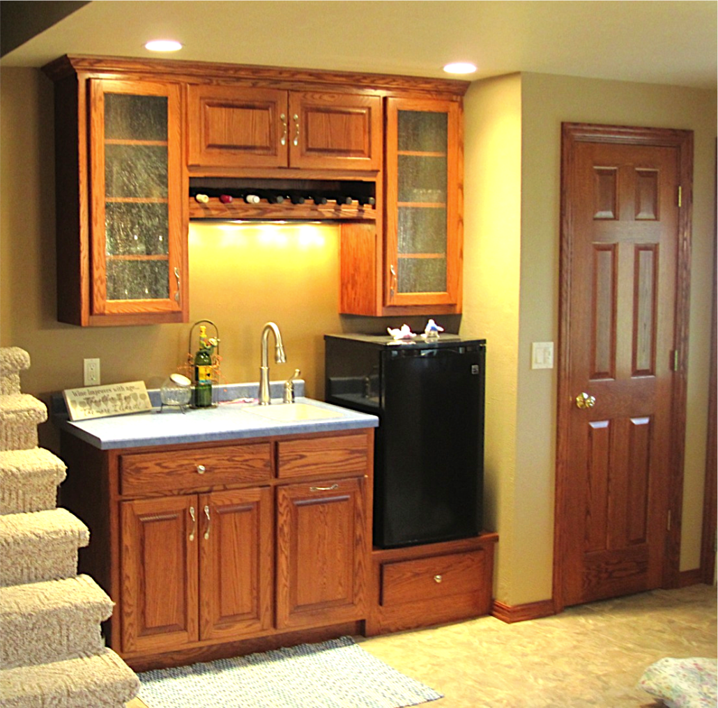 Custom bars distinctive cabinets of green bay for Lounge cabinets