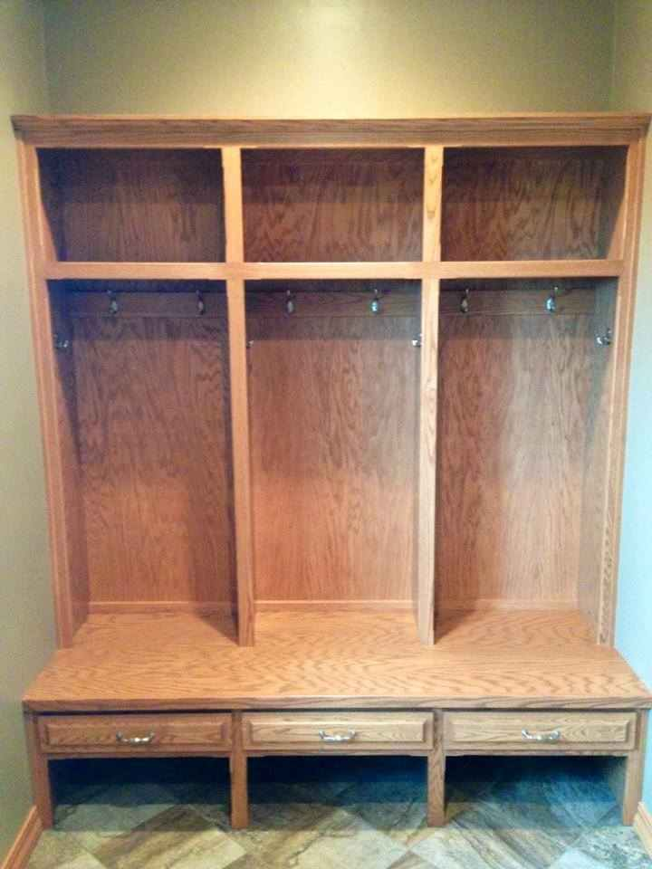 Custom Entry Quot Lockers Quot Green Bay Distinctive Cabinets